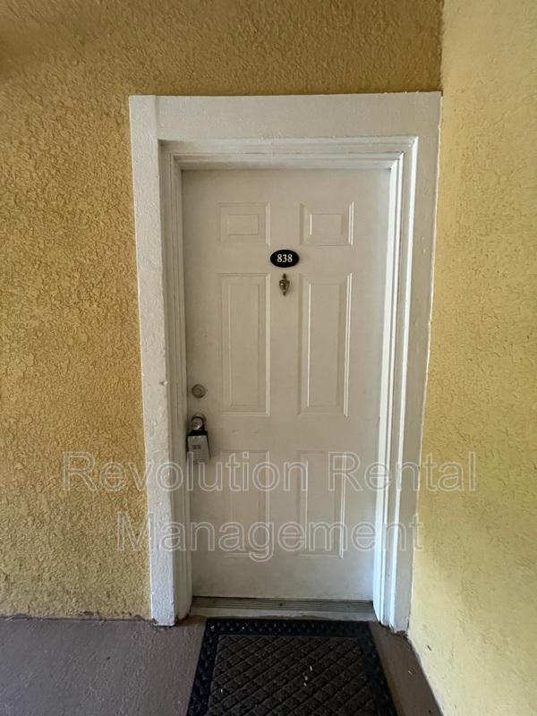 3611 Conroy Rd Apt 838 Orlando FL 32839-2470 - Photo 2