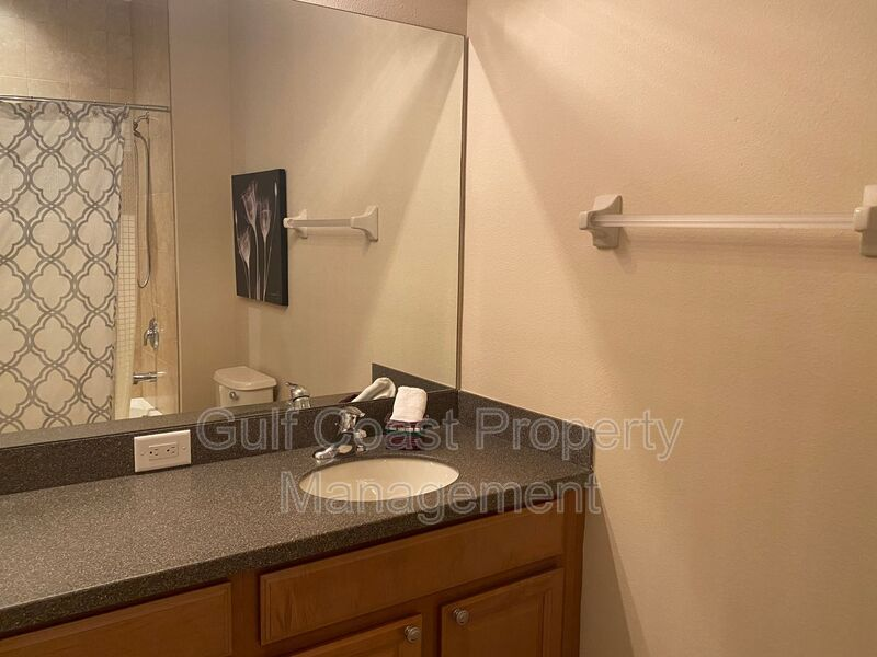 8241 Villa Grande Court Sarasota FL 34243 - Photo 17