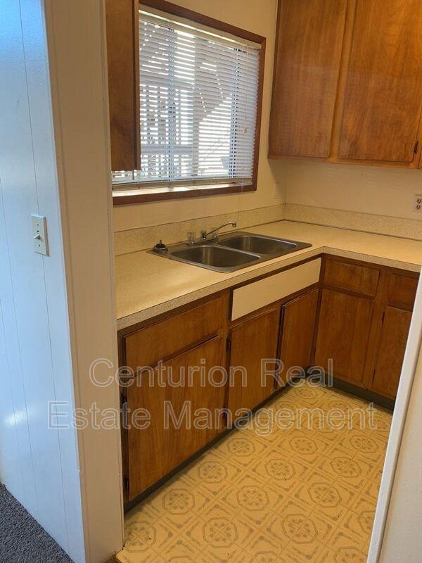 528 SW Levens St 3 Dallas OR 97338 - Photo 4