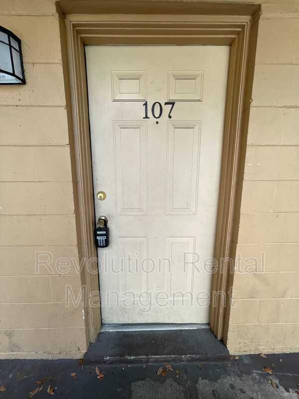 1625 Espanola Ave Apt 107 Holly Hill FL 32117-1751 - Photo 1