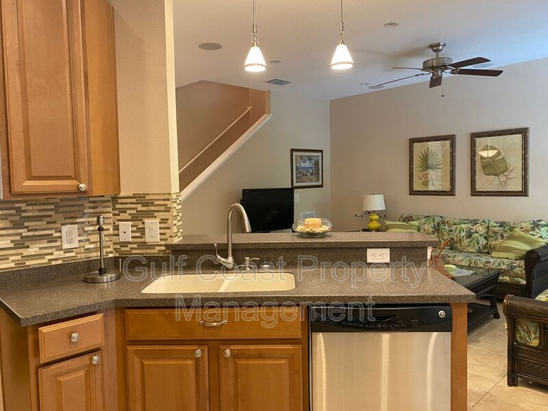 8241 Villa Grande Court Sarasota FL 34243 - Photo 2